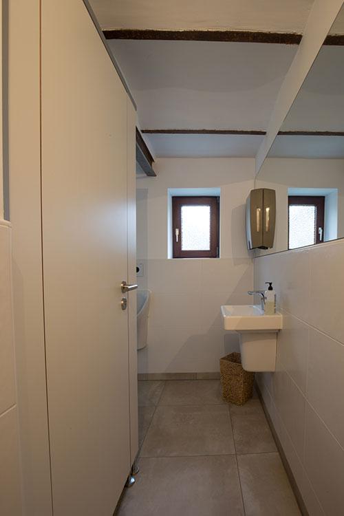 suefke kg trennwaende sanitaerraumausstattung garderobenschrank wc trennwaende. Black Bedroom Furniture Sets. Home Design Ideas