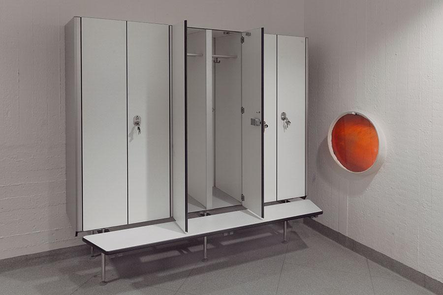 Suefke KG: Trennwaende-Sanitaerraumausstattung-Garderobenschrank ...